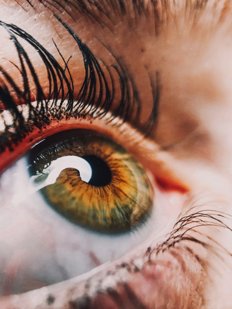 痛い 奥 目 の 片目 が